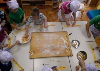 Peka jabolčnih rožic / Almás rózsák sütése