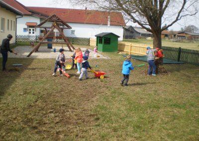 Čistimo, urejamo in se igramo/Tavaszi takarítás